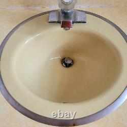 Vintage yellow Kohler wellworth MIDCENTURY TOILET matching sink bowl and tub